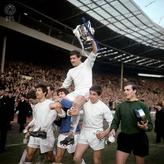 QPR hyldesttrøje for League Cup 1967 triumf