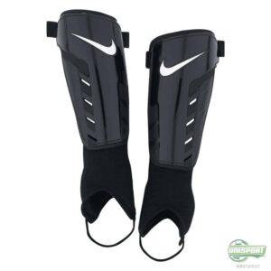 Nike Park Shield benskinne med velcro og ankelbeskytter.