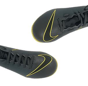 Bind dine fodboldstøvler rigtigt